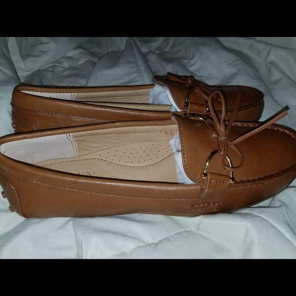 578b0b9dab5 Ralph Lauren Briley Leather Loafer Flats. M 5aad2e373b16085e25d53a1a